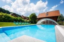 Schwimmbecken im Feriendorf Schlierbach